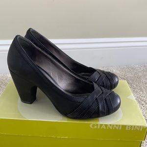 Black 7.5M block heel leather cross toe heels